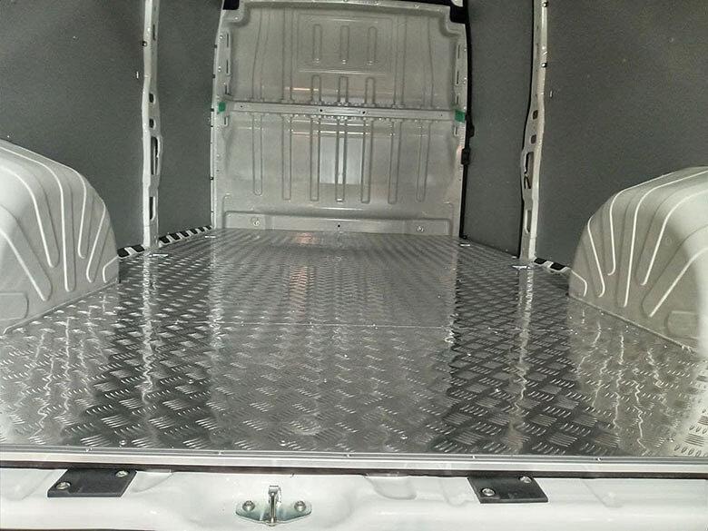 Обшивка пола фургона алюминием